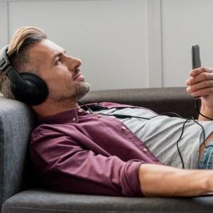 Gratis lydbøger: Her er de tjenester, du kan lytte kvit og frit i 2020